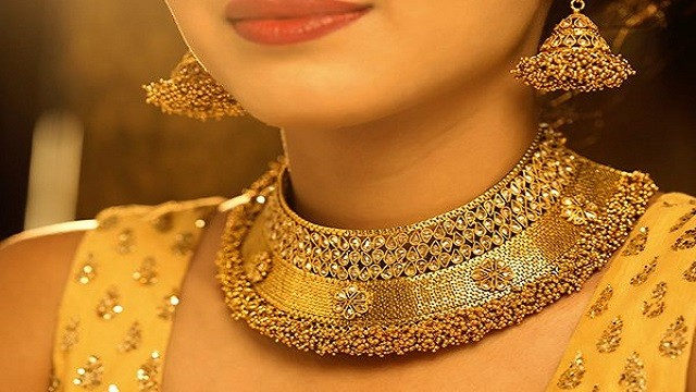 Gold Price Today: Gold continues to fall, check here the latest price of 22 and 24 carat gold